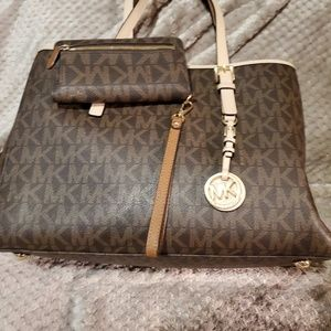 100% Authentic Michael Kors handbag with matching
